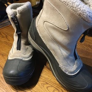 Columbia boots. In near new condition.